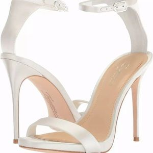 Vince Camuto Dacia white satin wedding shoe 7.5
